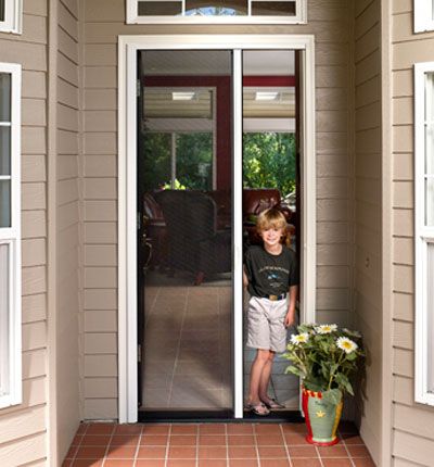 Retractable insect screen single door with small child